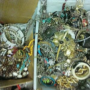 Wholesale Jewelry lot vintage and modern